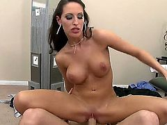 Here you would be able to enjoy examining breathtaking sex on a workplace. Perverted fellow James Deen pushes his dick into twat of Kortney Kane and she starts bounding on bolt.