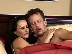Naked woman Lisa Ann spreads legs and feels how this lucky guy Tom Byron starts playing with her pussy by tongue. You would wish to be on his place and to lick this twat so well!