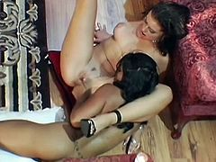 Here are two classic beauties, two brunettes horny and eager to show us how they like to fuck. After a short conversation the girls get down and dirty and one spreads her legs offering the other one her shaved pussy. Like it until here? Then why not watch the rest of it?