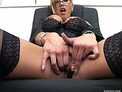 with her dorky glasses and elegant lingerie this superb mature makes us horny as hell. she's fucking hot and knows it so Monroe begins to masturbate for us. She stays on her chair, spreads those sexy thighs wide and then gapes her pink pussy. That cunt needs some serious fingering, will she give herself some?