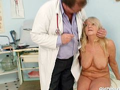 Aroused doctor finger fucks grey-haired twat of granny Dorota