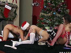 Lusty Alanah Rae,Jessica Jaymes,Kortney Kane are showing their sucking skills during Xmas. There is nothing better than watching three delicious horny babes.