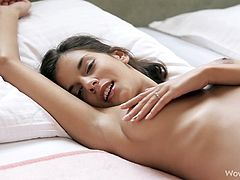 Undulating her skinny body while masturbating makes hottie to feel awesome