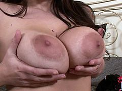 Big-titted babe Serena is showing off her nice vagina