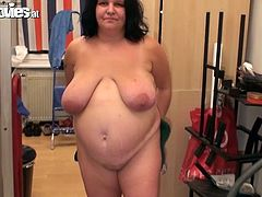 Very fat brunette lady lies naked on a sofa. She takes her big glass dildo and start to shove it deep in her vagina.