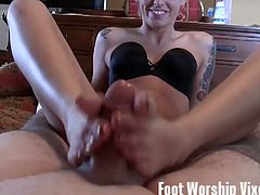 See the kinky tattooed mistress Violet giving her man a hell of a footjob while assuming some spectacularly sexy poses in this hot vid.