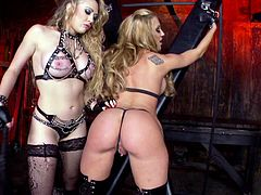 Tattooed Kagney Linn Karter wants her brave chick to fuck her tight ass with sex toy