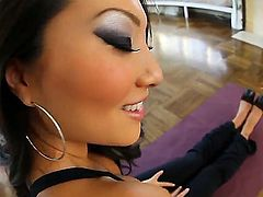 Admirable sexy vixen Asa Akira demonstrates her daily work-out process. The babe stretches her wonderful long legs and shows off her tasty ass cheeks. What else she can do