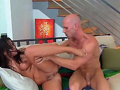 Hello people! This is a very hot and crazy fuck with pornstars named Johnny Sins and London Keyes. She gets a very nice cunnilingus and gets a dick!