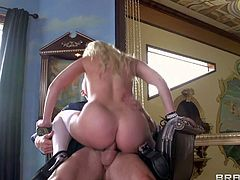 Gorgeous blonde Britney Amber takes dick up the ass