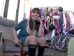 Asian curvaceous porn lady Ava Devine flashes her massive bra busting boobs in behind the scenes. This lovely buxom milf with alluring smile is so sexy in front of the camera.