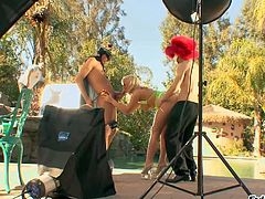 Tara Lynn Foxx is a lovely blond-haired pornstar that shows off her assets by the pool and then gets banged by two men in threesome scene. This backstage video is all about how they do it.