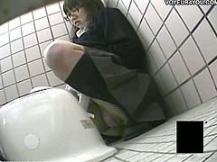 Asian teenie went to the toilet to pee, but her pussy was already wet and she decided to take her panties off and masturbate at school!