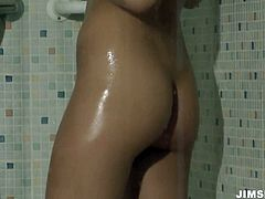 Amateur cutie Henessy has nothing against taking a shower and rubbing her cunt