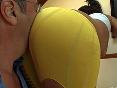 Big bottom babe Brooklyn Lee in skin tight white tank top and yellow leggings shows off her killer butt. Man with glasses shoves his nose between her big butt cheeks for fun. Her nice butt turns him on.