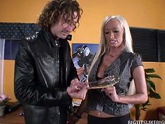 At the backroom of a sex toy shop, hot and busty MILF Lichelle Marie is talking with the manger on a certain sex toy problem. To resolve the issue, the hunk manager stick out his dong to have Lichelle have a taste of the real thing inside her moist fuck hole.