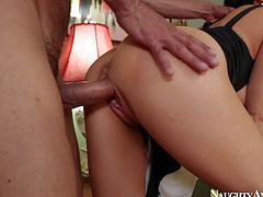 Vanilla DeVille is a dangerously sexy MILF who can seduce every guy she wants. She seduces Karlo Karrera and gets a good fuck this time. He fucks brunettes big perfect boobs and then inserts his rod in her wet pink fuck hole.