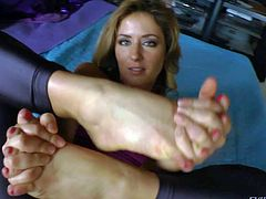 Sheena Shaw is a pornstar in skin tight black pantyhose shows off her sexy bare feet on the bed. She is flexible woman that loves getting her toes sucked by John Stagliano. Her toes taste delicious.