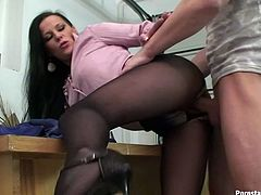 This Tainster sex clip is surely worth checking out. Just look at this torrid clerk. Spoiled bitch in blouse and torn pantyhose moans while being fucked from behind. Then kinky brunette squats down, pisses and dreams about riding a cock for orgasm.