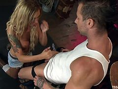 Beautiful blonde shemale Aubrey was wearing her sexy short jeans when Rod saw her. He felt attracted by her and in a matter of no time Rod found himself with his dick inside her sensual mouth. She sucked him and then the guy knelt with pleasure for her dick. Which one will cum first?