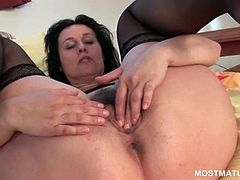 Brunette mature rubbing her hot snatch in a solo masturbation video