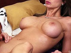 Wonderful lesbo Emily Addison takes a chance to eat the pussy of Ariel