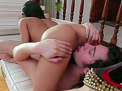Veronica Rodriguez gets her love box stretched by stiff worm of Seth Gamble