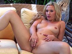 Sophia Knight is a blond-haired baby doll in shoes that shows off her sexy body and plays with her pink hole with legs apart on the couch in the garden. Watch Sophia Knight have fun playing alone.
