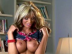 Ultra sexy hoochie Mandy Lynn with gigantic jugs and hairless snatch proves that her body is perfect after stripping