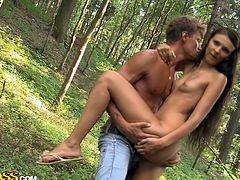 Skinny brunette enjoys outdoor fuck along her horny boyfriend eager to splash her