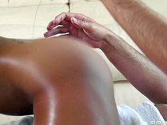 This is massage we all could use. Diamond is a masseuse that knows what she's doing! She sits on top of this guy completely naked and rubs his body taking time for herself to rub that shaved pussy between her delicious thighs. The luscious babe doesn't stops there and massages his dick too, with her lips.