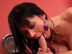Kris Slater has a great time banging Eva Karera with round bottom and smooth muff