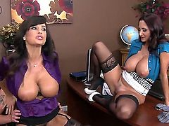Sonny Hicks plays with wet muff pie of Lisa Ann  Ava Addams before he fucks her hard