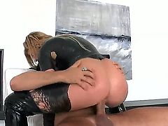 Voodoo fucks seductive Brooklyn Lees pretty face with his schlong