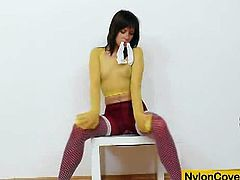 Leony aprill dildos her clam and plays with nylons