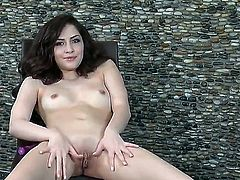 Well-experienced tart Cassie Laine fucks herself to orgasm in solo action