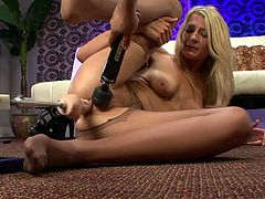 Having huge fucking machine to drill her pussy makes blonde babe to turn wild