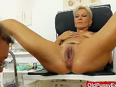 This blonde mom has her old pussy examined by her gyno. He inserts a speculum and he gives her a dildo to pleasure herself.