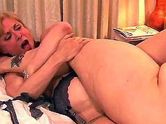 Lesbian truth or dare. Staring April Flores,Jayden Cole,Kate Kastle,Natasha Nice,Nina Hartley and Sincerre Lemmore. When these babes get together, its hardcore all the way.