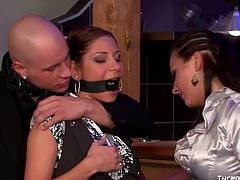 Couple enjoys kinky play with sub bar waitress