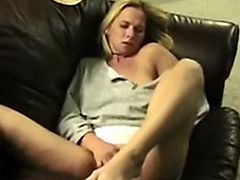 Amateur wife rubbing her wet pussy and cumming