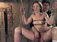 Slender beauty Sarah Shevon gives a hot head to her master