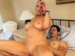 Passionate blonde hottie Emma Starr spends a lot of nice time with Giovanni Francesco. The amazing chick knows how to fuck and she is proving us this fact right in the movie.