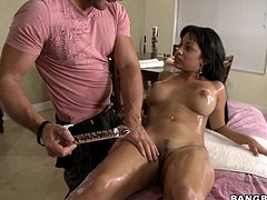It delightful to see such a perfect bodied naked babe lying on the table. She is here for a massage & the massage guy is fulfilling her every desire including rubbing her round boobs & fingering her pussy after oiling her body up. Then he pushes a giant dildo in her pussy & trying to lick love juice.