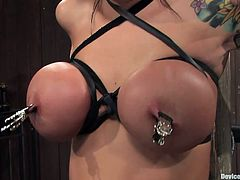 Mason Moore is a very horny pornstar with an amazing body and a need to please herself. Watch this bondage video where she finds pleasure in feeling pain.