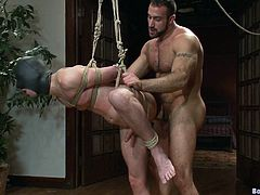 This dudes are ripped and built and they love the fucking cock, hit play and watch them go at it in this kinky-ass scene right here!