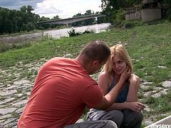Modest blond teen Kala ge