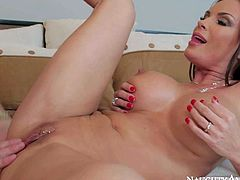 Stunningly beautiful brunette Diamond Foxxx is his friends mom that loves to fuck with young guy like him. Beauty with perfect ass and big boobs takes his tool in her fuck box eagerly.