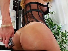 One of the sexiest of all trannies you have ever seen Laura Ferraz is before you right now! Watch the babe with big ass demonstrating delights and playing with her cock.