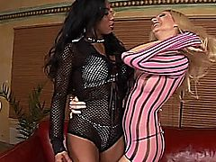 Sandy dykes it out with squirting ebony babe Tyra.